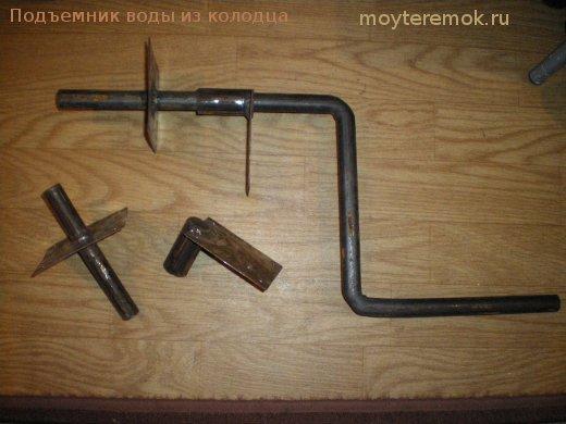 ручной привод для подъема ведра сводой из колодца