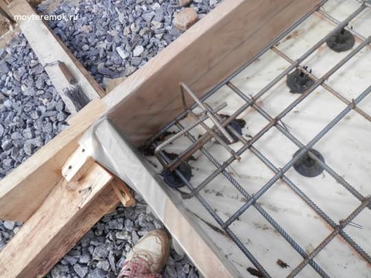подставки под верхнюю арматуру в угле плиты