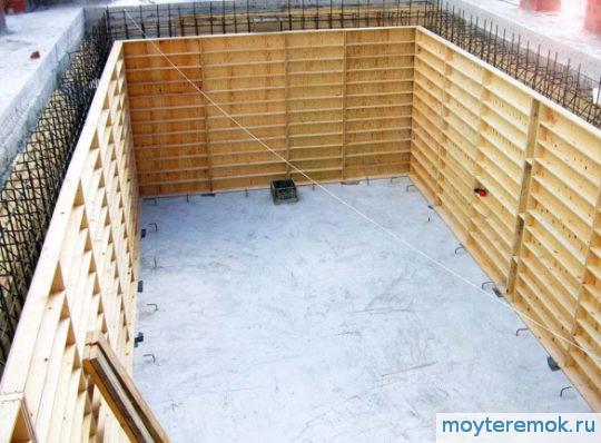 строить бассейн